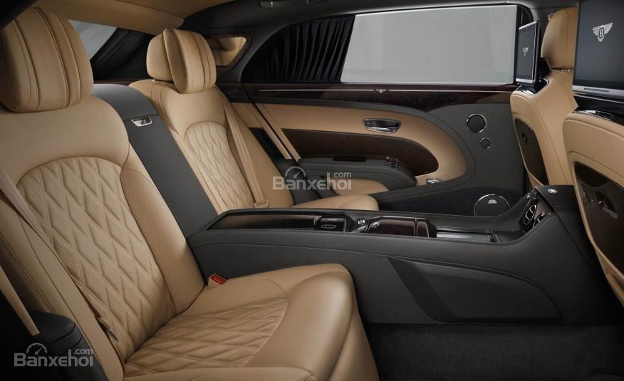 Đánh giá xe Bentley Mulsanne 2017 về không gian ghế ngồi a2