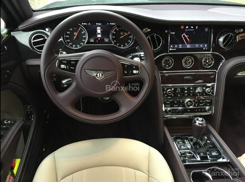 Bentley Mulsanne 2017 sở hữu hệ thống thông tin giải trí mới, hiện đại.