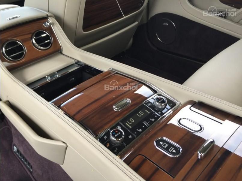 Đánh giá xe Bentley Mulsanne 2017 về không gian ghế ngồi a4