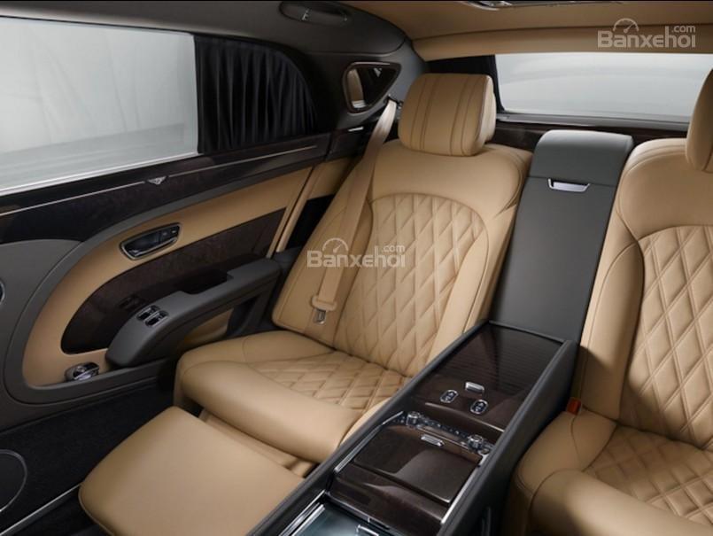 Đánh giá xe Bentley Mulsanne 2017 về không gian ghế ngồi a3