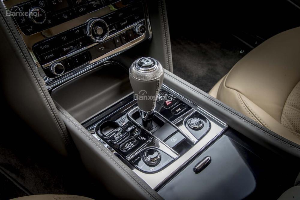 Đánh giá xe Bentley Mulsanne 2017: Cần số phong cách thủy tinh độc đáo.