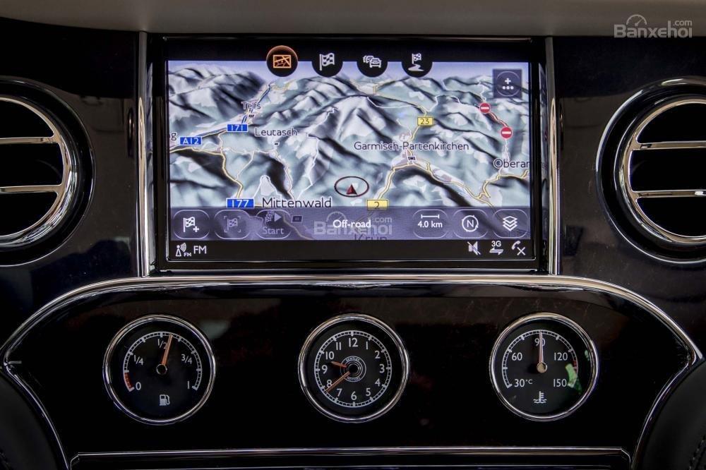 Đánh giá xe Bentley Mulsanne 2017: Màn hình thông tin giải trí cảm ứng 8 inch.