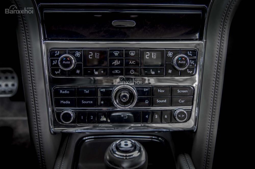 Đánh giá xe Bentley Mulsanne 2017: Bảng điều khiển trung tâm a2
