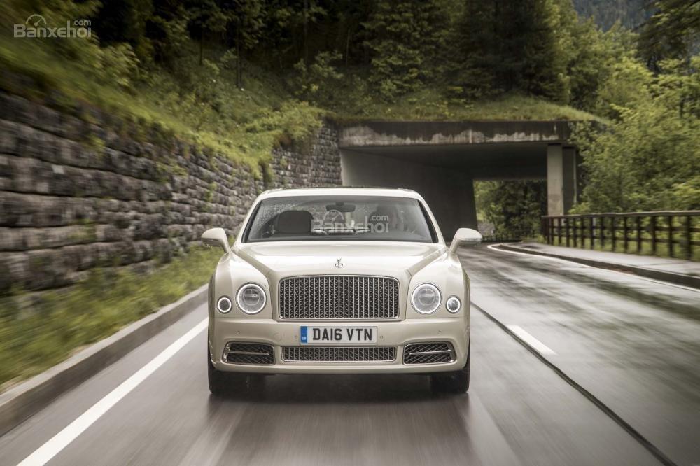 Đánh giá xe Bentley Mulsanne 2017: Đầu xe sở hữu thiết kế thanh nhã, tinh tế.