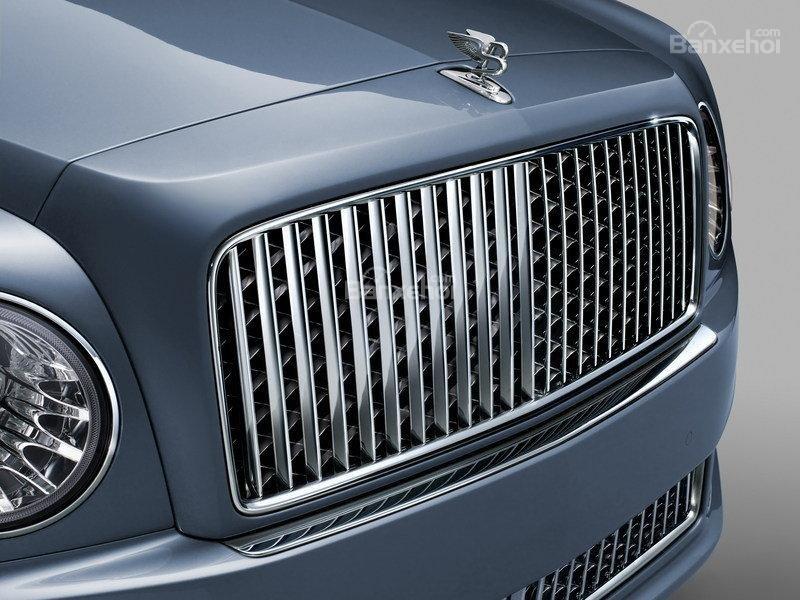 Đánh giá xe Bentley Mulsanne 2017: Thiết kế lưới tản nhiệt ma trận với các nan thẳng đứng  a2