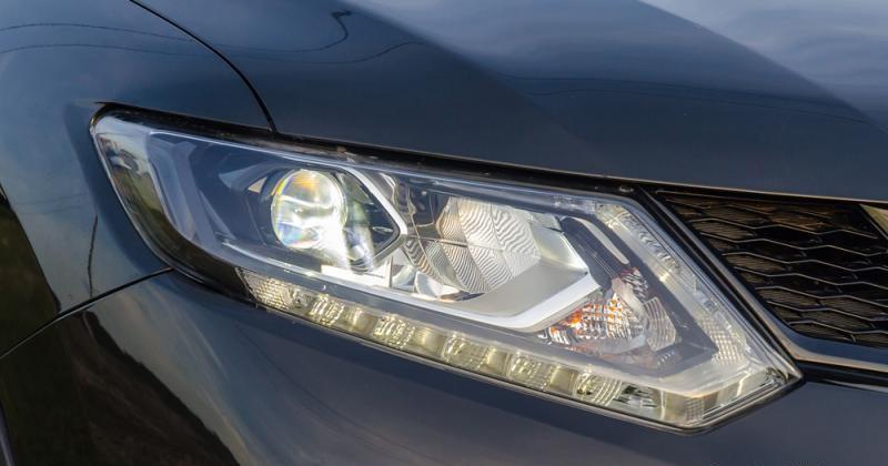 Đánh giá xe Nissan X-Trail 2016 có đèn pha Halogen (bản full sử dụng đèn LED).