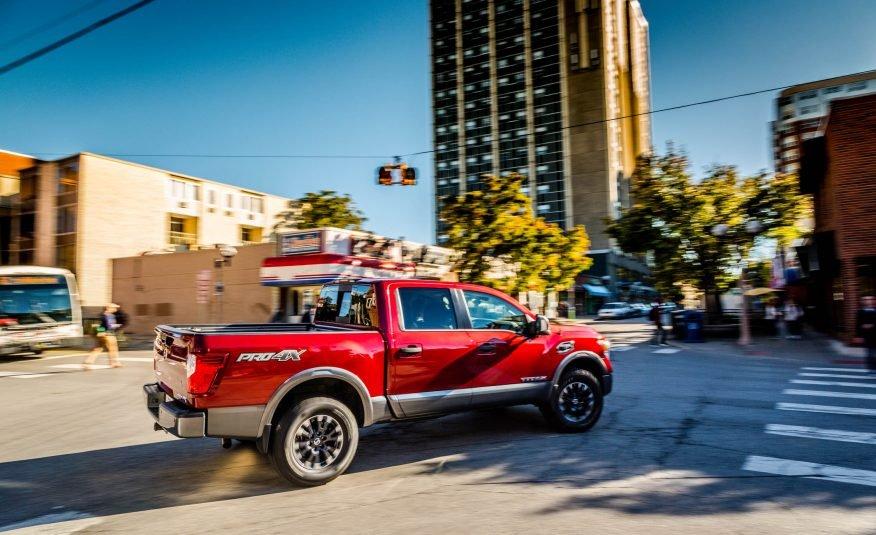 Đánh giá xe Nissan Titan 2017: Xe cho cảm giác lái mạnh mẽ.