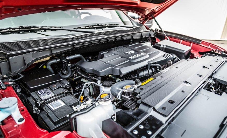 Đánh giá xe Nissan Titan 2017: Xe được trang 2 động cơ.