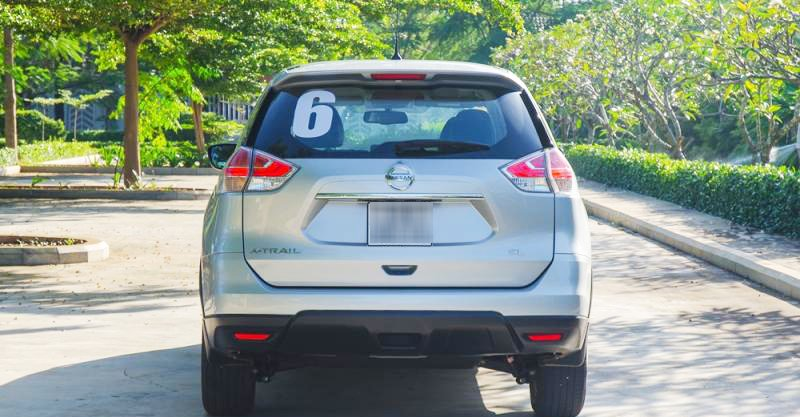 Đánh giá xe Nissan X-Trail 2016 có đuôi đơn giản, gọn gàng.