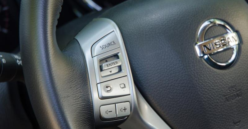 Đánh giá xe Nissan X-Trail 2016 có các phím tiện ích mạ bạc rất sang trọng 1.