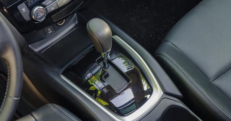 Đánh giá xe Nissan X-Trail 2016 có hộp số tự động vô cấp CVT với 7 cấp số ảo.