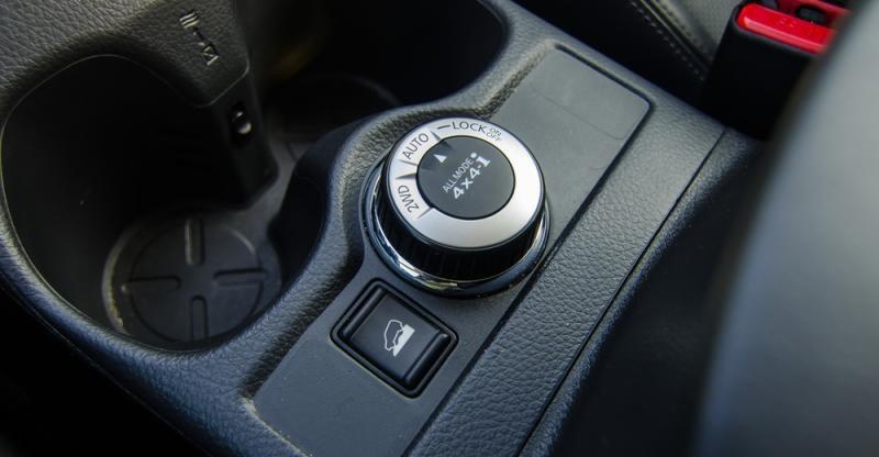 Đánh giá xe Nissan X-Trail 2016 có núm xoay cầu tiện ích.