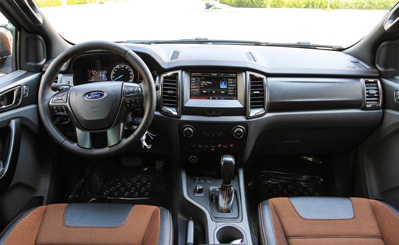 So sánh nội thất Ford Ranger Wildtrak 2016 và Chevrolet Colorado High Country 2017 - Xe cá nhân và xe gia đình.