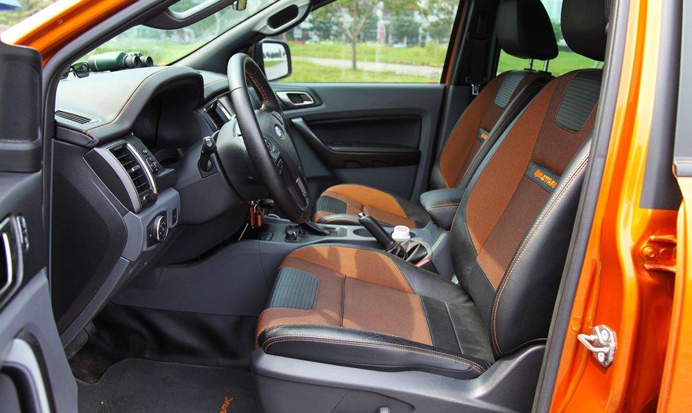 So sánh Ford Ranger Wildtrak và Chevrolet Colorado High Country về nội thất