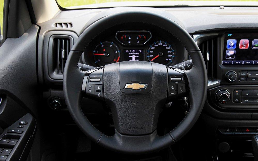 So sánh Ford Ranger Wildtrak và Chevrolet Colorado High Country về nội thất 9