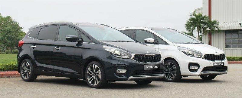 Tại Việt Nam, Kia Rondo 2017 có 4 lựa chọn gồm: 01 bản máy dầu và 03 bản máy xăng.