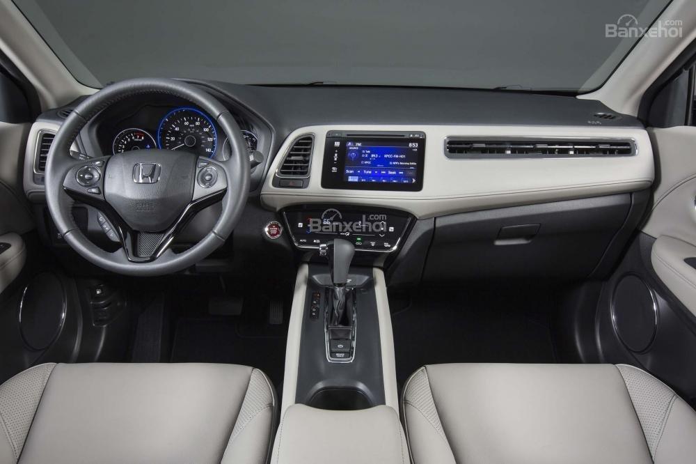 Honda HR-V 2017 sở hữu nhiều điểm nhấn thiết kế nội thất hơn các SUV cỡ nhỏ khác.