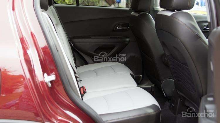 Không gian ghế ngồi trên Chevrolet Trax 2017 a3