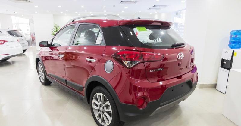 Đánh giá xe Hyundai i20 Active 2017 có đuôi thiết kế phá cách táo bạo.