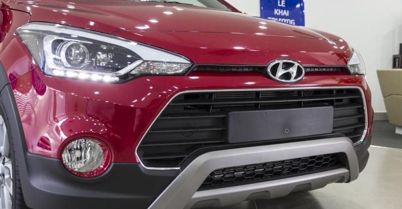 Đánh giá xe Hyundai i20 Active 2017 có lưới tản nhiệt nhìn lạnh lùng, dữ tợn.