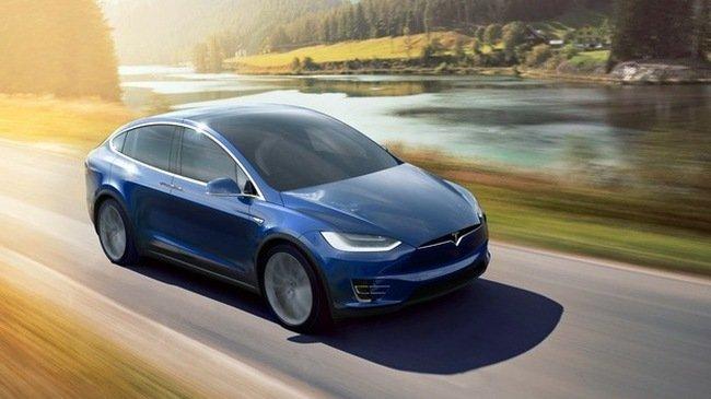 Xe Tesla có khả năng dự đoán được tai nạn khi di chuyển trên đường.