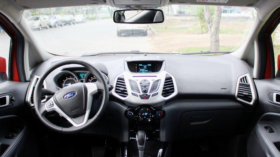 So sánh nội thất Ford EcoSport và Chevrolet Trax: Đủ dùng nhưng không nổi bật.