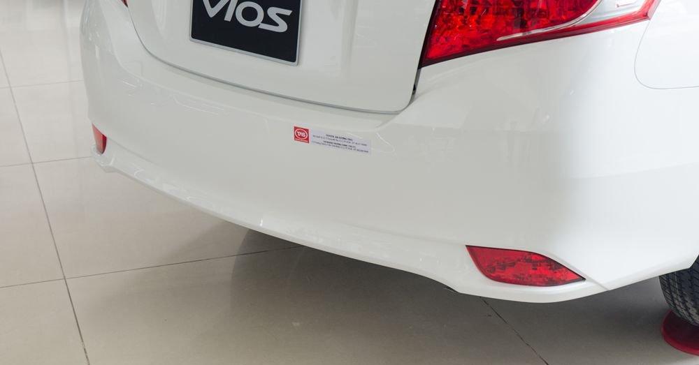 Đánh giá xe Toyota Vios 2017 có đèn phản quang dưới cản sau thiết kế khá đẹp.