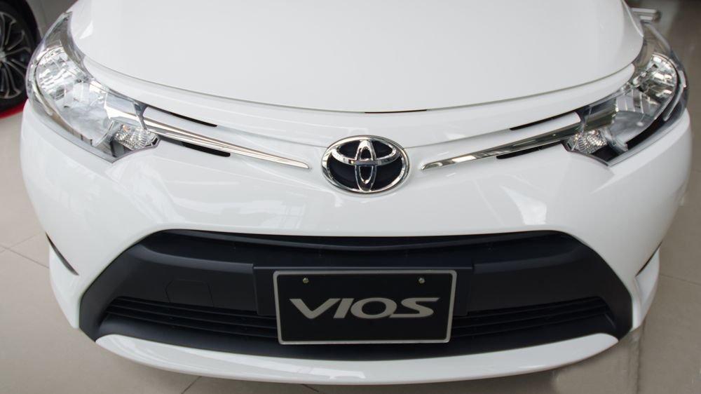 Đánh giá xe Toyota Vios 2017 có diện mạo trẻ trung với thiết kế nhẹ nhàng.