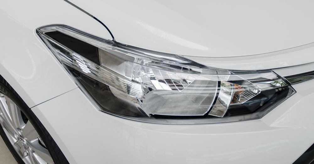 Đánh giá xe Toyota Vios 2017 có đèn pha Halogen, không có đèn LED chạy ban ngày.