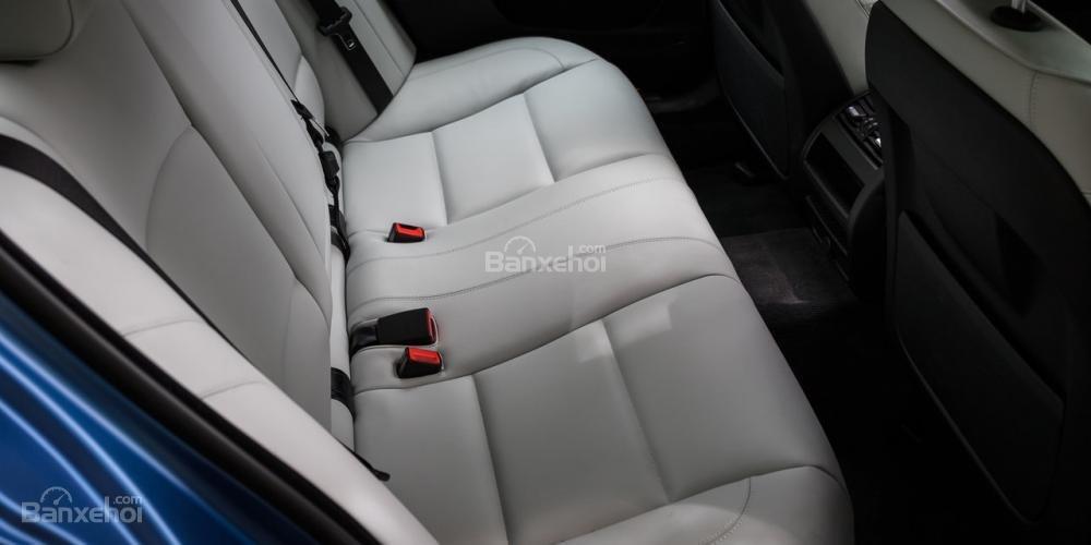 Đánh giá xe BMW M5 2016: Hàng ghế sau không rộng rãi như các đối thủ khác a1