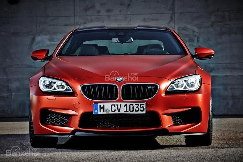 Đánh giá xe BMW M5 2016: Thiết kế đầu xe hầm hố, góc cạnh hơn.