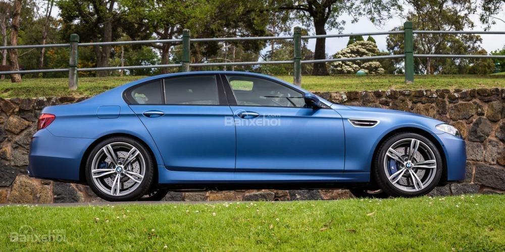 Đánh giá xe BMW M5 2016: Thân xe thiết kế phong cách thể thao.