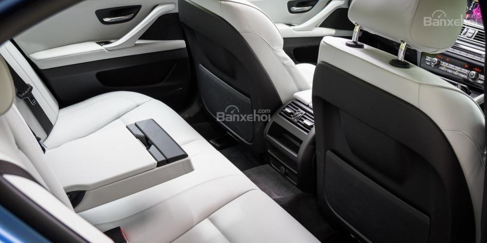 Đánh giá xe BMW M5 2016: Hàng ghế sau không rộng rãi như các đối thủ khác a2
