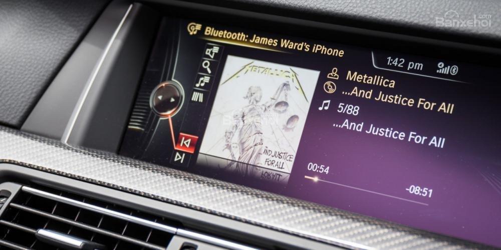 Đánh giá xe BMW M5 2016 về bảng điều khiển trung tâm a2