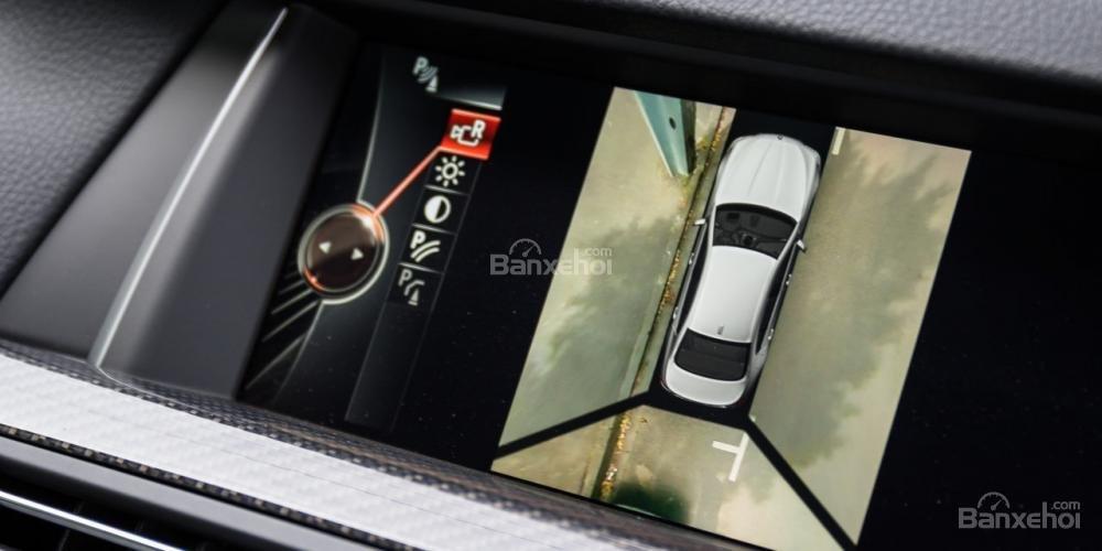 BMW M5 2016 sở hữu loạt trang bị an toàn tiêu chuẩn tiên tiến, hiện đại.