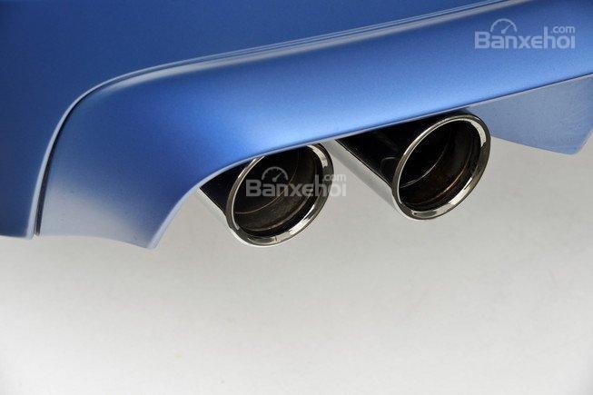 Đánh giá xe BMW M5 2016: Đuôi xe nổi bật với bộ đôi ống xả kép mạ crom sáng bóng a1