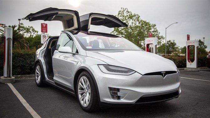 """Chiếc xe Tesla Model X chỉ đoán """"ăn may""""."""