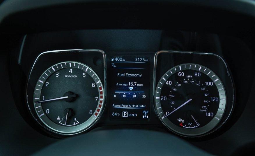 Đánh giá xe Nissan Titan 2017: Cụm đồng hồ trên xe.