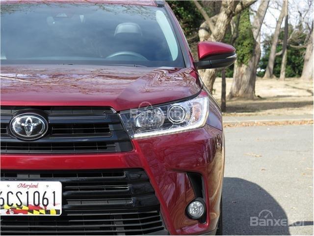 Đánh giá xe Toyota Highlander 2017 về thiết kế đầu xe 4