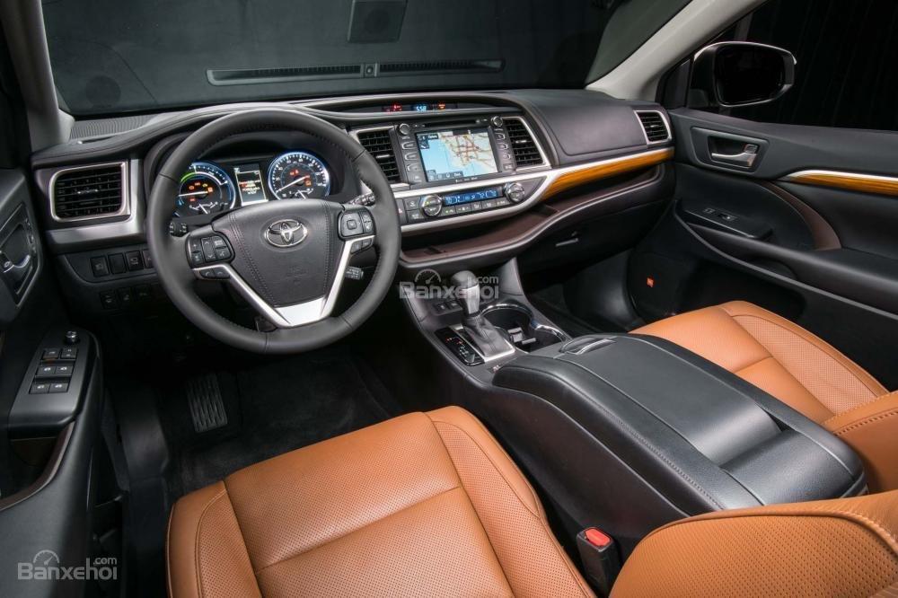 Đánh giá xe Toyota Highlander 2017: Khoang cabin khá rộng thoáng, hiện đại và đơn giản a2