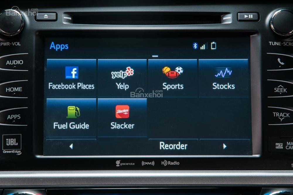 Toyota Highlander 2017 được trang bị hệ thống giải trí Entune đi kèm màn hình 6,1 inch a1