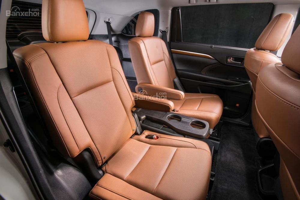 Đánh giá xe Toyota Highlander 2017 về không gian ghế ngồi a2