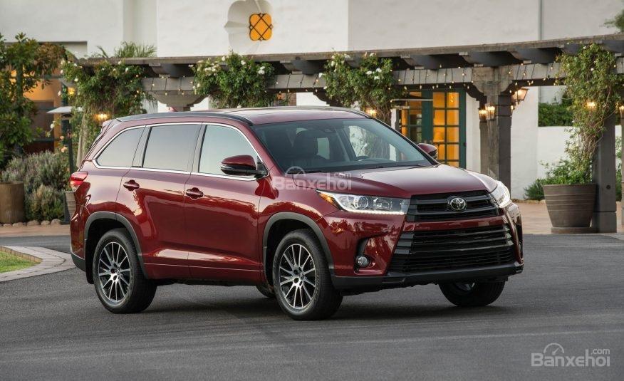 Đánh giá xe Toyota Highlander 2017 về thiết kế đầu xe 1