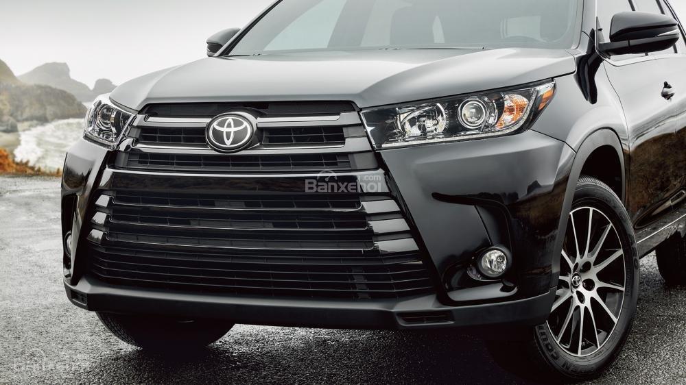 Đánh giá xe Toyota Highlander 2017 về thiết kế đầu xe 2