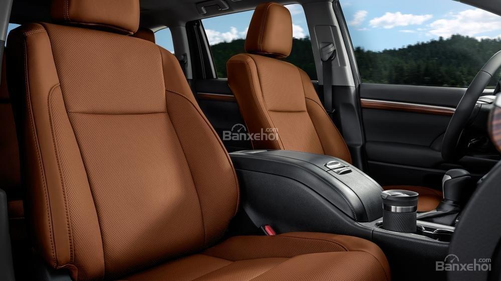 Đánh giá xe Toyota Highlander 2017 về không gian ghế ngồi a1