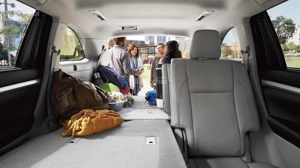 Đánh giá xe Toyota Highlander 2017 về khoang hành lý a1