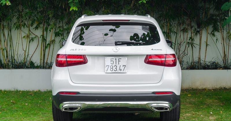 Đánh giá xe Mercedes-Benz GLC-Class 2017 về thiết kế đuôi xe 2