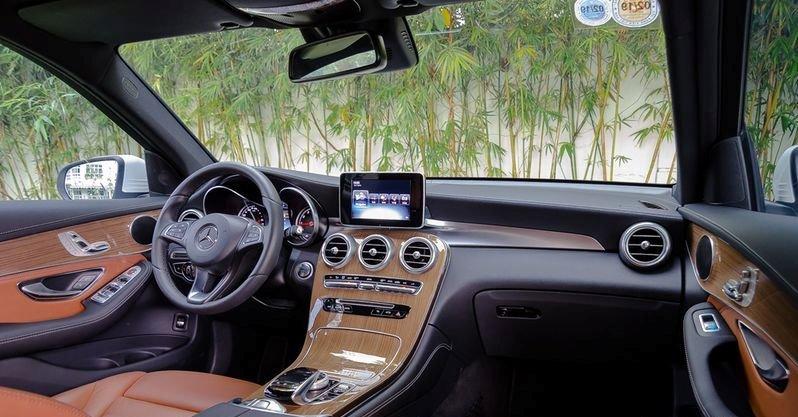 Đánh giá xe Mercedes-Benz GLC-Class 2017: Thiết kế bảng tablo tương tự như C-Class
