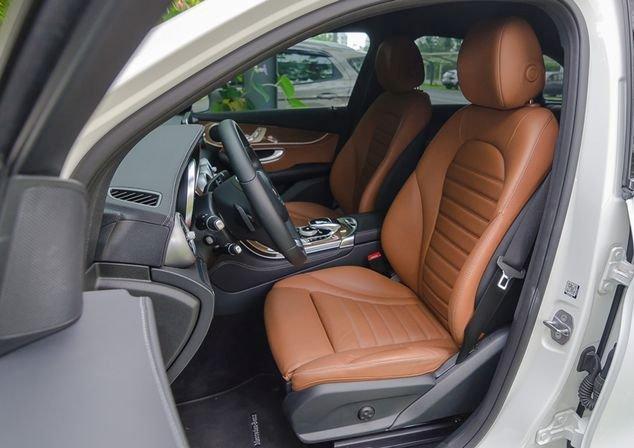 Đánh giá xe Mercedes-Benz GLC-Class 2017: Hàng ghế trước 1