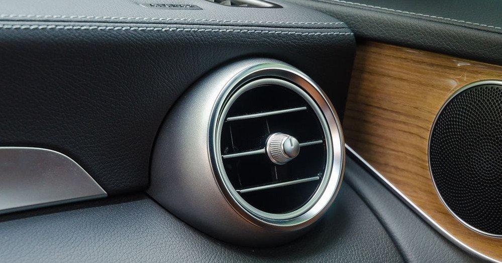 Đánh giá xe Mercedes-Benz GLC-Class 2017: Hốc gió 1